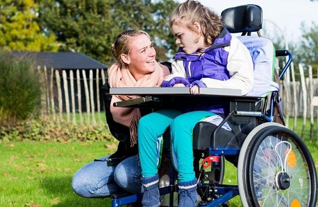 Какая неденежная помощь полагается семьям с детьми-инвалидами?