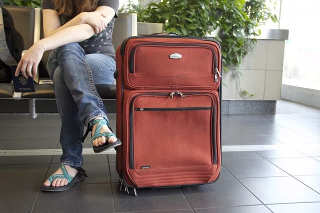 Почему может быть ограничен выезд за границу?