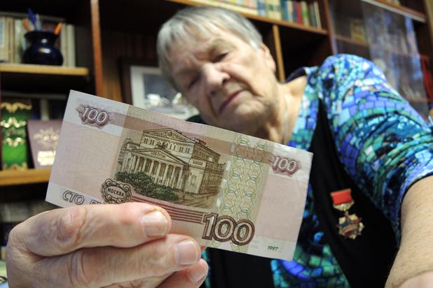 Как получают пенсию работающие пенсионеры?