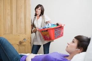 Может ли несовершеннолетний проживать отдельно от родителей, опекунов и попечителей?