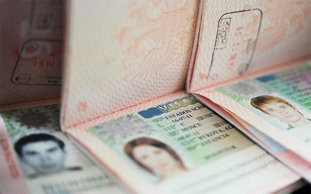 Как быть, если действующая шенгенская виза осталась в старом загранпаспорте