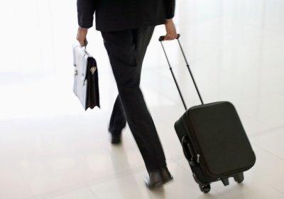 Оплачивается ли командированному работнику выходной день, проведенный в пути?