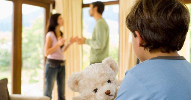 Можно ли отказаться от родительских прав и обязанностей?
