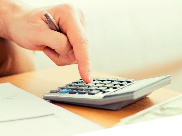 Как определить расчетную ставку транспортного налога, если размеры ставок для мощности двигателя, указанной в л. с. и кВт, различны?