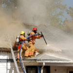 Как возместить ущерб от пожара и его тушения в другой квартире?