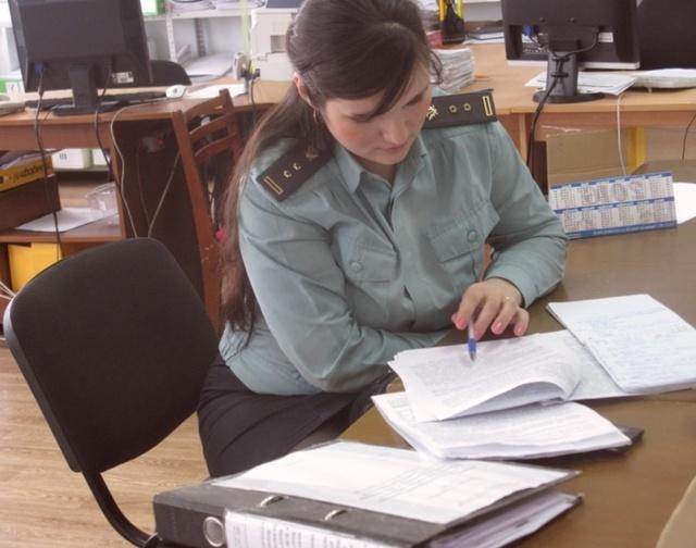 Как взыскать алименты на ребенка с работающего должника?