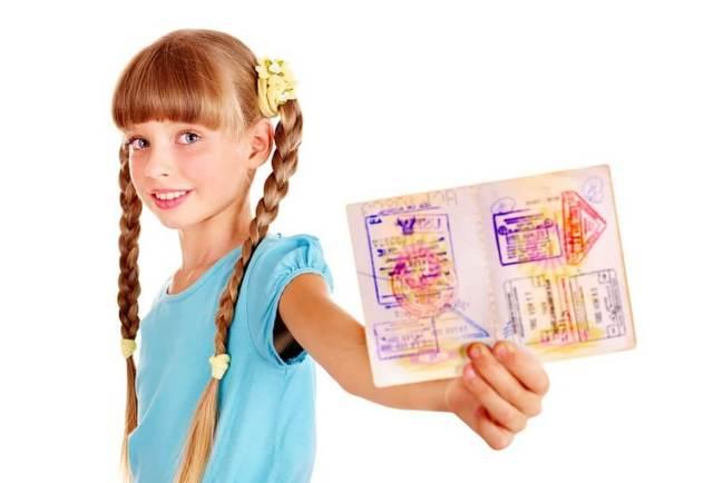 Как заполнить заявление на получение загранпаспорта несовершеннолетним?