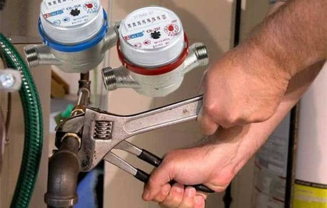 Как заменить приборы учета воды?
