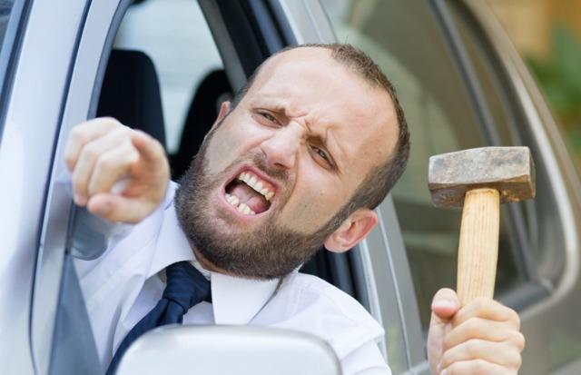 Действия при агрессивном поведении другого водителя на дороге