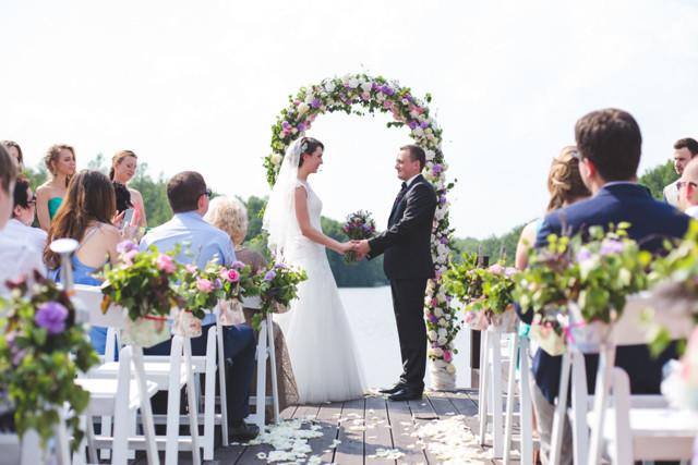 Как провести выездную регистрацию брака?
