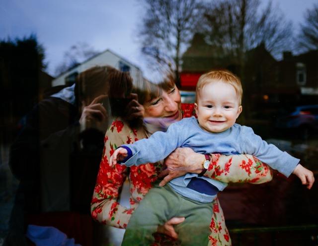 Могут ли уйти в отпуск по уходу за ребенком отец, бабушка или другой родственник?