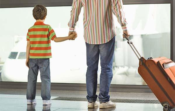 Как выразить несогласие на выезд ребенка за границу и как об этом узнает другой родитель?